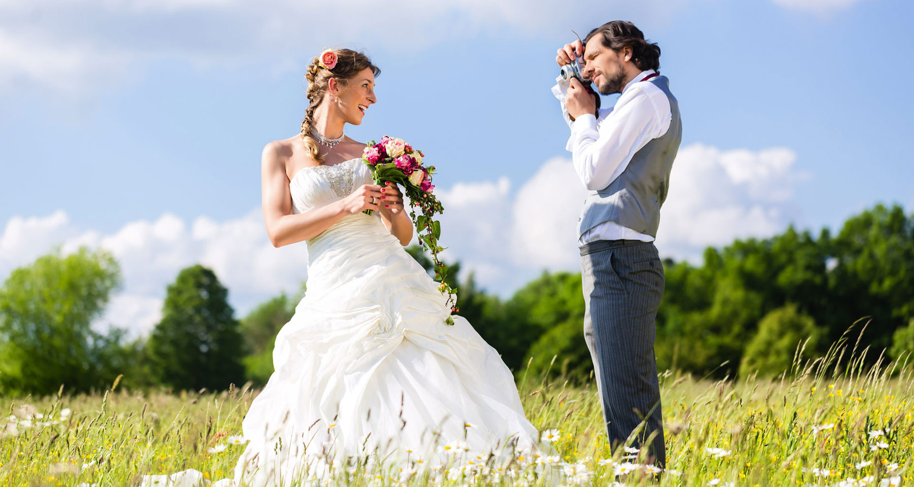 How to choose the right wedding photographer in 5 simple steps